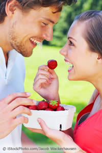 couple-strawberries